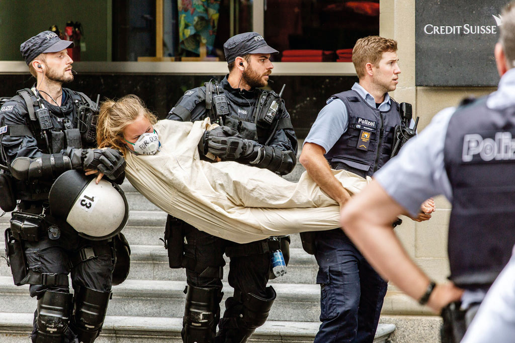 Action de breakfree devant le siège de Credit Suisse, Zurich