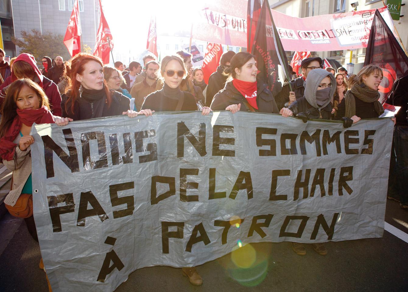 Manifestation anti-austérité et action lors de la visite d'Angela Merkel au parlement européen, 2012. Photo: Olivier Hansen