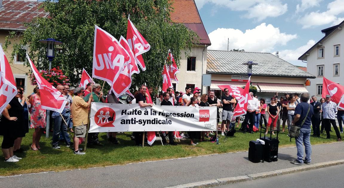 Rassemblement devant l'entreprise Dubois Dépraz à la Vallée de Joux, 8 juillet 2019