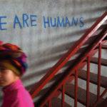 Dans le camp de réfugié·e·s d'Oreokastro, en Grèce