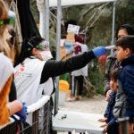 Prise de température dans la clinique MSF du camp de Moria, avril 2020