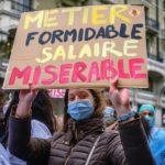 """Infirmière avec une pancarte """"Métier formidable, salaire misérable"""" lors de la Manifestation de la fonction publique, Genève, 15 octobre 2020"""