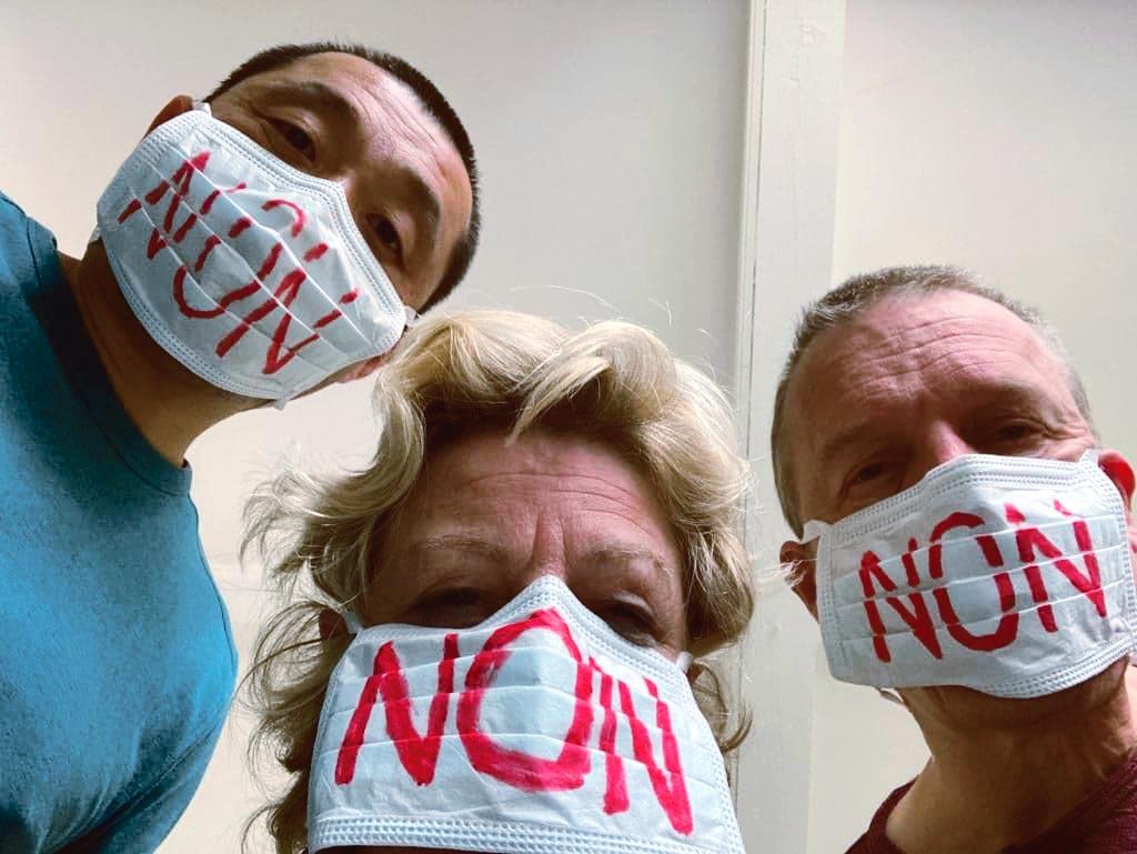 3 personnes avec des masques contre la CPPEF