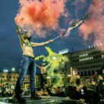 Manifestantes brandissant des fumigènes pendant une manifestation pour le droit à l'avortement Varsovie, Pologne, 27 octobre 2020
