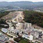 Destruction de la colline du Mormont par la multinationale LafargeHolcim à Éclépens, Suisse, 2020