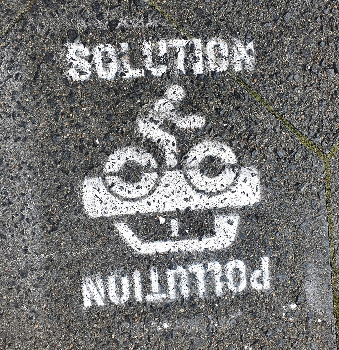 Graffiti: Pollution automobile: Solution/pollution