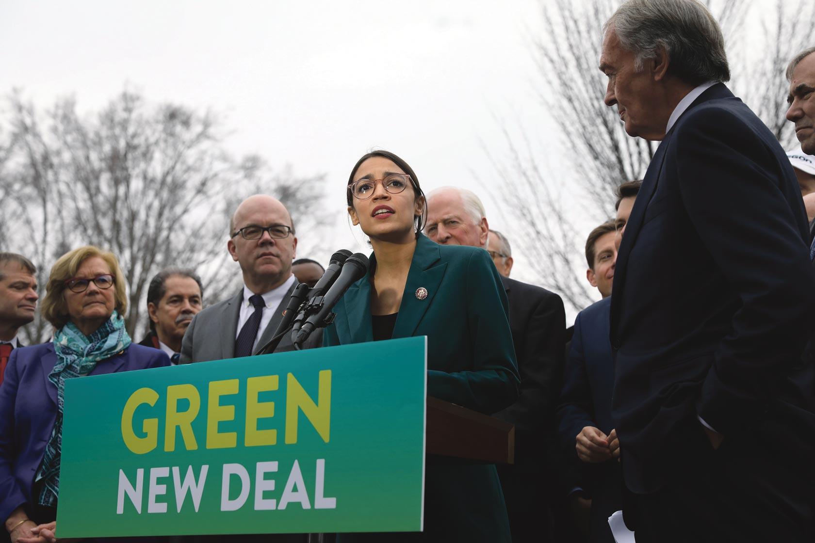 Alexandria Ocasio-Cortez présente le Green New Deal devant le Capitole, février 2019