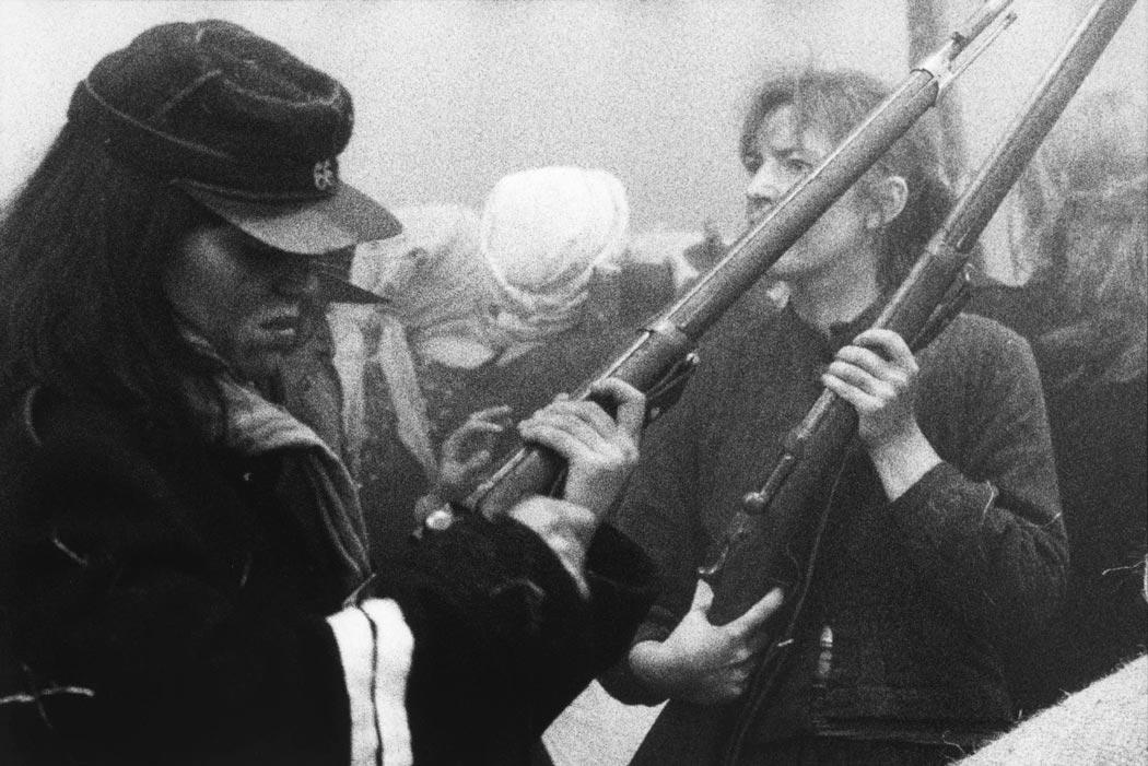 Des femmes armées lors de la Commune de Paris, 1871