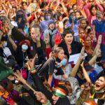 Collage Femmes en lutte dans le monde entier