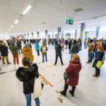 Le hall de l'aéroport de Genève-Cointrin occupé par les employés de Swissport