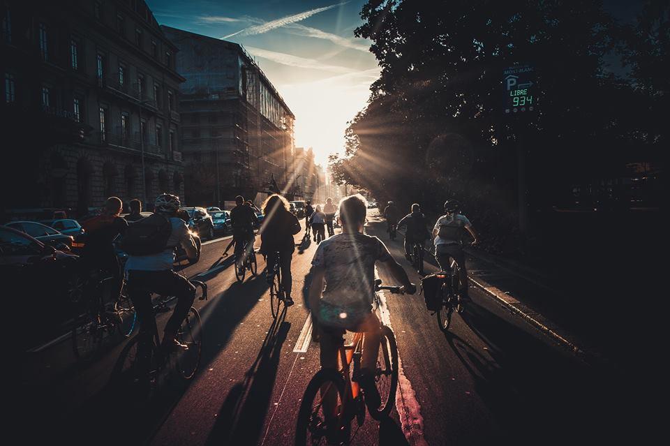 Le soleil se couche sur la Critical Mass, Genève