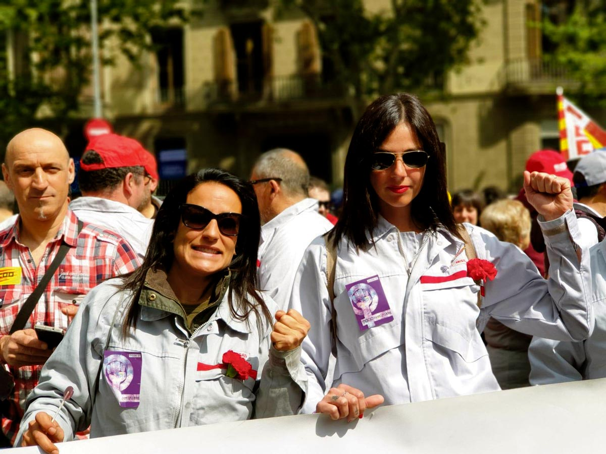 Deux employées de Nissan Barcelone lors de la manifestation du 1er Mai