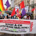 Banderole de solidaritéS Genève lors du 1er Mai 2021: Stop à ce système malade!