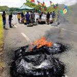 Barrage routier et drapeaux indépendantistes au Kanaky