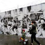 Peinture murale représentant la violence policière